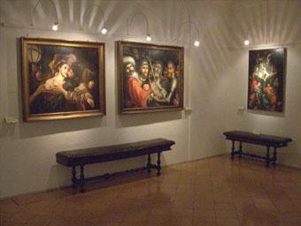 Sala con dipinti