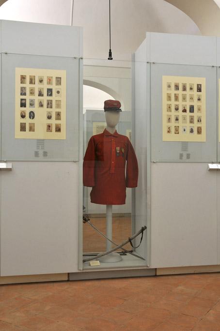 Camicia rossa volontario garibaldino Ramenzoni foto IBC