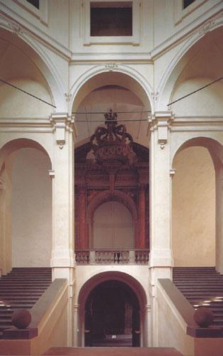 Scalone con portale Teatro Farnese