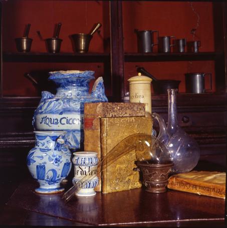 Libri, vasi, alambicchi e mortai della Spezieria di San Giovanni