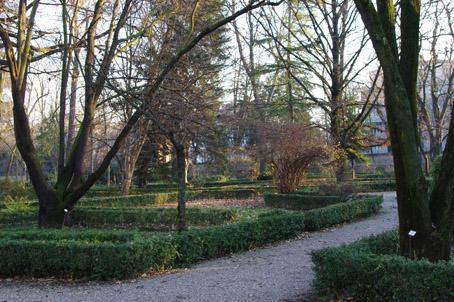 Giardino all'italiana in primavera (didascalia) autore Andrea Pellegrini